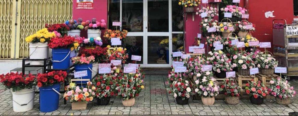 hoa sinh nhật được cắm sẵn và trưng bày tại Quận 2